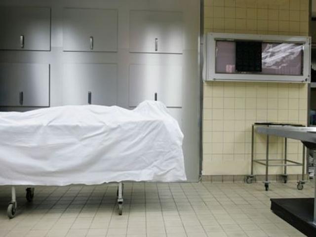 7 tiếng sau khi cụ bà qua đời, nhân viên nhà xác hốt hoảng khi bước vào phòng