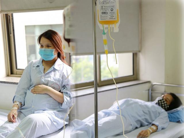 Mẹ bầu khắc khoải từng ngày trong viện: Sự sống của mẹ con tôi đang ngắn lại