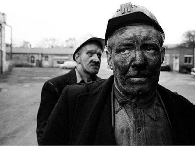 1 người lấm lem, 1 người sạch sẽ chui ra từ ống khói: Ai sẽ là người đi rửa mặt?