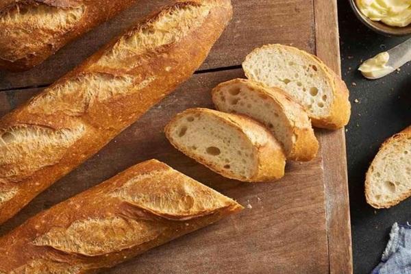 2 cách làm bánh mì bơ tỏi giòn vàng thơm phức - 3