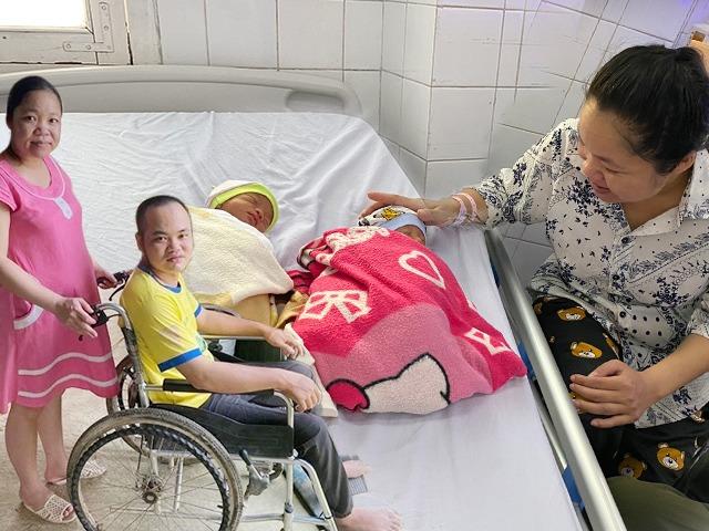 Không chăn gối, chồng Thanh Hóa bị liệt vẫn làm vợ có thai, sinh con ra cả nhà cùng khóc