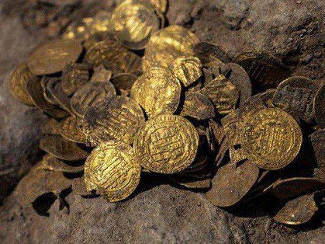 Nhóm thiếu niên Israel đào được kho báu Ai Cập hơn 1.000 năm
