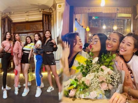 Xuất hiện hội bạn thân đỉnh cao nhan sắc, toàn Hoa hậu hạng A Vbiz