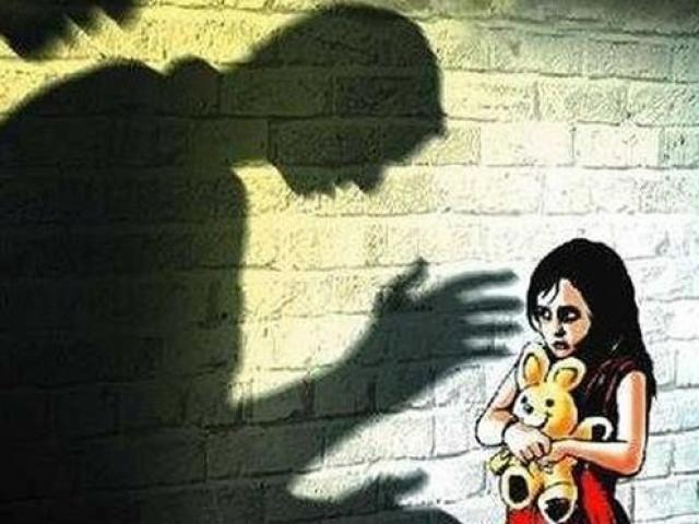 Con gái 15 tuổi tố bị bố đẻ xâm hại, phát hiện vào đúng dịp giỗ 49 ngày của mẹ