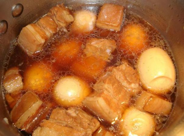 2 cách làm thịt kho trứng cút đơn giản mà ngon đậm đà dễ nấu - 5