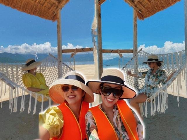 Chị em rich kid Tăng Thanh Hà và Tiên Nguyễn đội mũ đôi đi du lịch nhìn giá mới téngửa