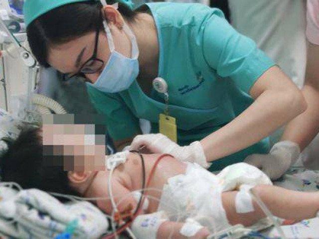 Bé 2 tháng tuổi da tái xanh vì ngộ độc, cha mẹ thận trọng khi bồi bổ bằng củ dền