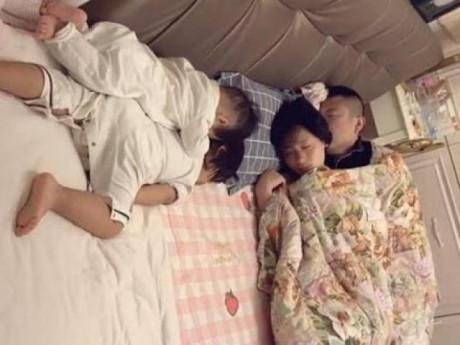 Cho con ngủ chung giường với bố mẹ, kết quả 10 năm sau ai cũng kinh ngạc