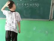 5+5+5=550: Cậu bé chỉ dùng một nét này biến sai thành đúng khiến cư dân mạng thán phục
