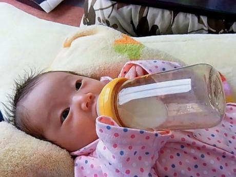 """Rửa bình sữa theo cách này chẳng khác nào cho trẻ uống """"sữa độc"""", các mẹ cần lưu ý"""