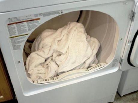 Khăn tắm làm theo cách này không bị hôi, lau xong vẫn còn thơm như mới