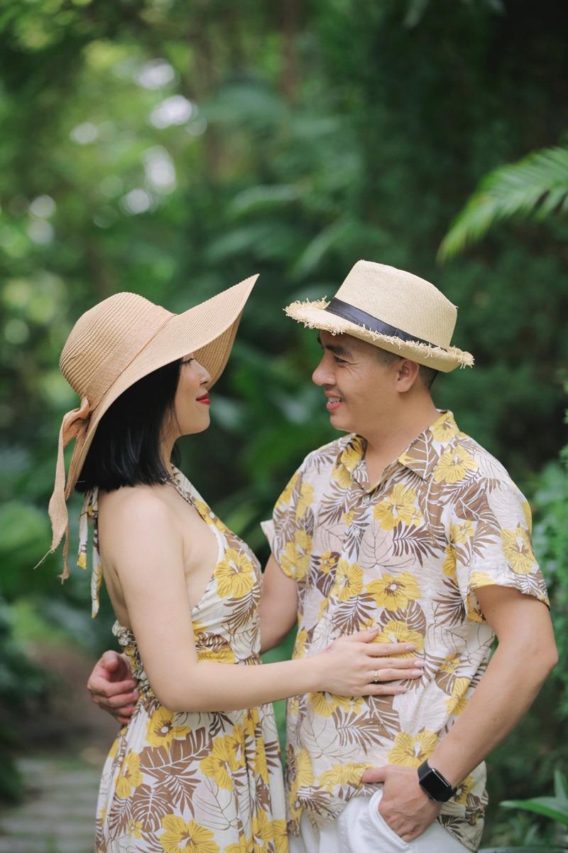 """Cuộc sống hôn nhân của MC VTV Hoàng Linh và ông xã Trần Mạnh Hùng sau 5 năm chung sống vẫn được nhiều người ngưỡng mộ. Mới đây, cô làm dân mạng tiếp tục """"ghen tị"""" với khoảnh khắc ngọt lịm bên chồng."""