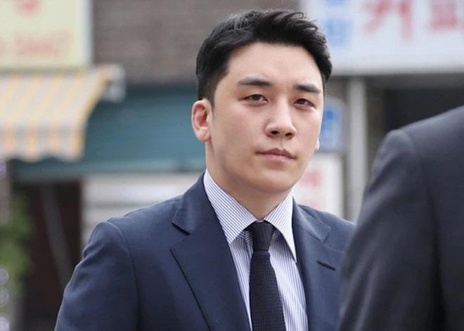 Ngôi sao 24/7: Park Yong Ha qua đời 11 năm, bạn thân So Ji Sub ngồi lặng lẽ viếng mộ - 5