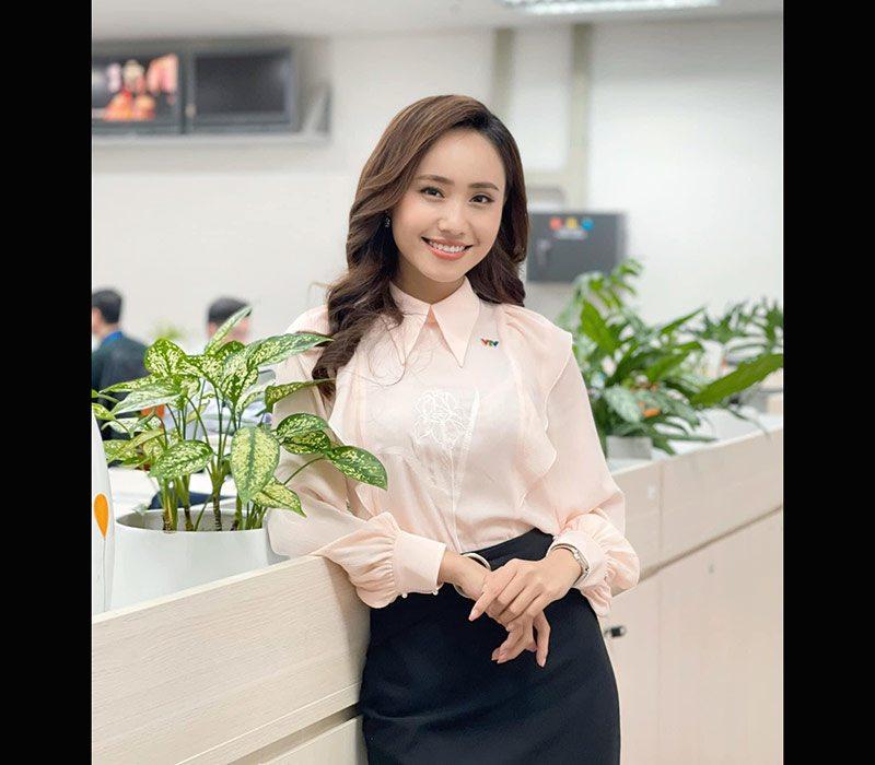 BTV Xuân Anh tên đầy đủ là Nguyễn Xuân Anh, sinh năm 1992 tại Hà Nội. Cô đã gắn bó với VTV suốt 6 năm qua và là thế hệ Mc hội tụ đủ tài và sắc.