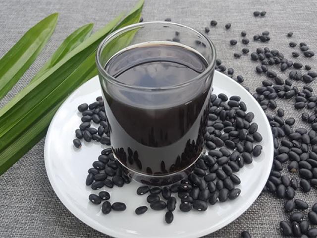 Tác dụng của nước đậu đen? Những ai không nên uống nước đậu đen?