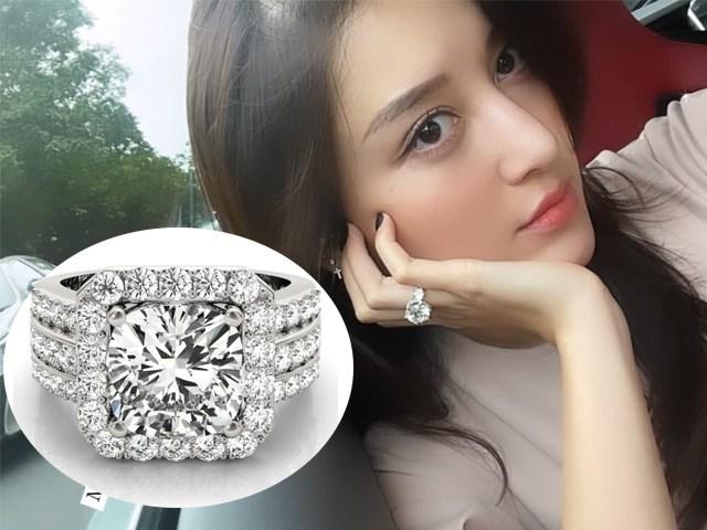 Huyền My chụp ảnh tự sướng, chiếc nhẫn có viên kim cương to bằng con mắt gây chú ý