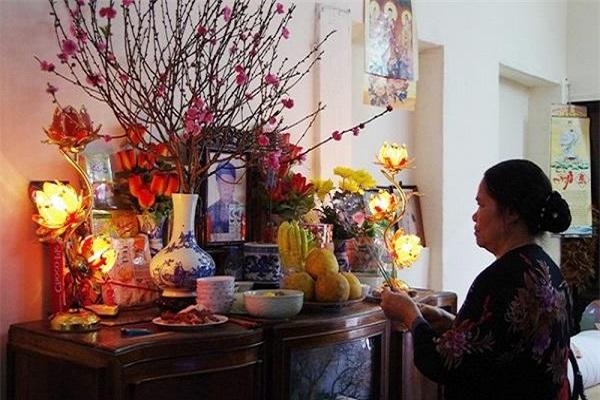 Cách cắm hoa bàn thờ Phật, ngày cưới, ngày Tết đơn giản mà đẹp - 3