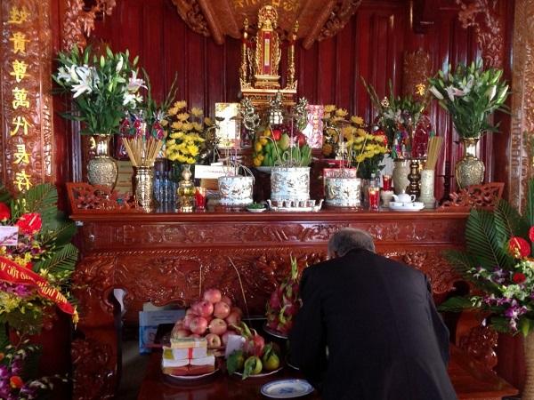 Cách cắm hoa bàn thờ Phật, ngày cưới, ngày Tết đơn giản mà đẹp - 7