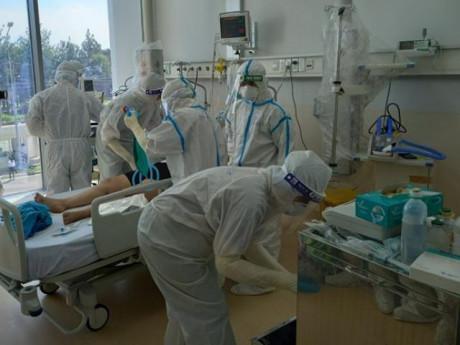 """Bộ Y tế: """"Không để bệnh nhân thiếu máy thở, nhân viên y tế thiếu bảo hộ chống dịch"""""""