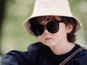 Sếp nhỏ 5 tuổi đình đám showbiz: Hai má bánh bao trứ danh, yêu nhất chiêu giúp bố tán mẹ