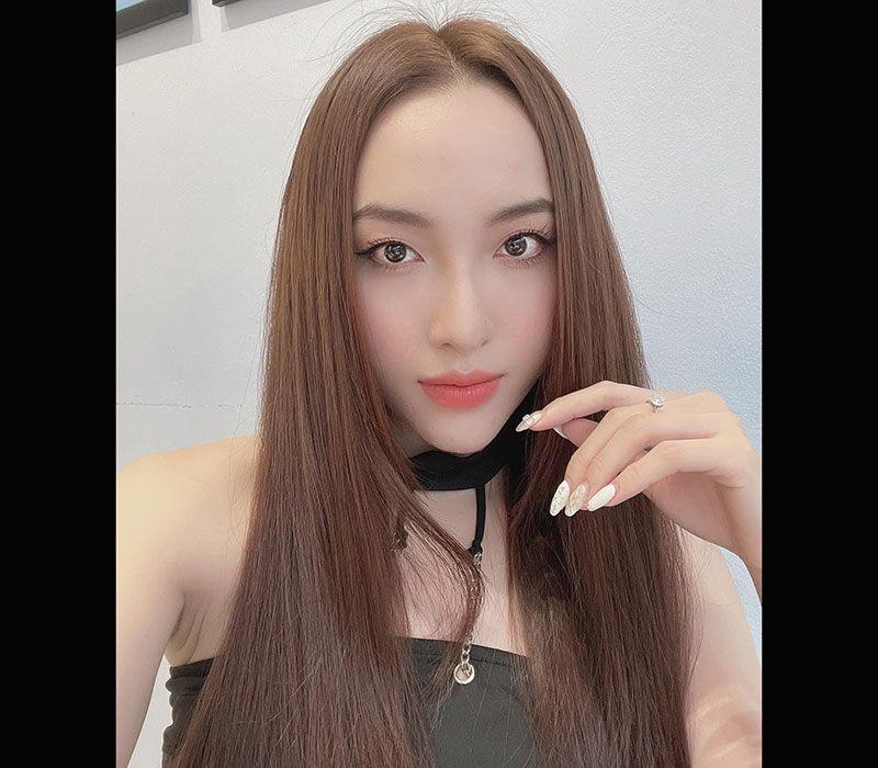Nữ diễn viên Hoàng Mai Anh sinh năm 1994 tại Hà Nội, cô nổi tiếng với vai diễn cô giáo dạy bơi trong Nhà trọ Balanha.