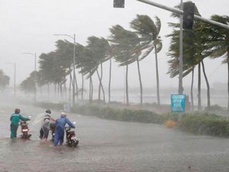 Áp thấp nhiệt đới áp sát Quảng Ninh gây mưa xối xả: Miền Bắc mưa lớn đến khi nào?