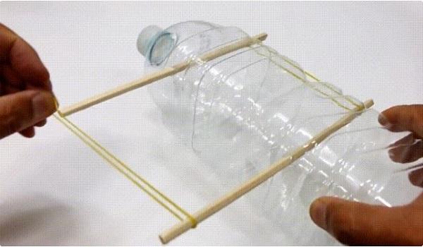 Cách làm bẫy chuột thông minh bằng chai nhựa, thùng sơn đơn giản - 3