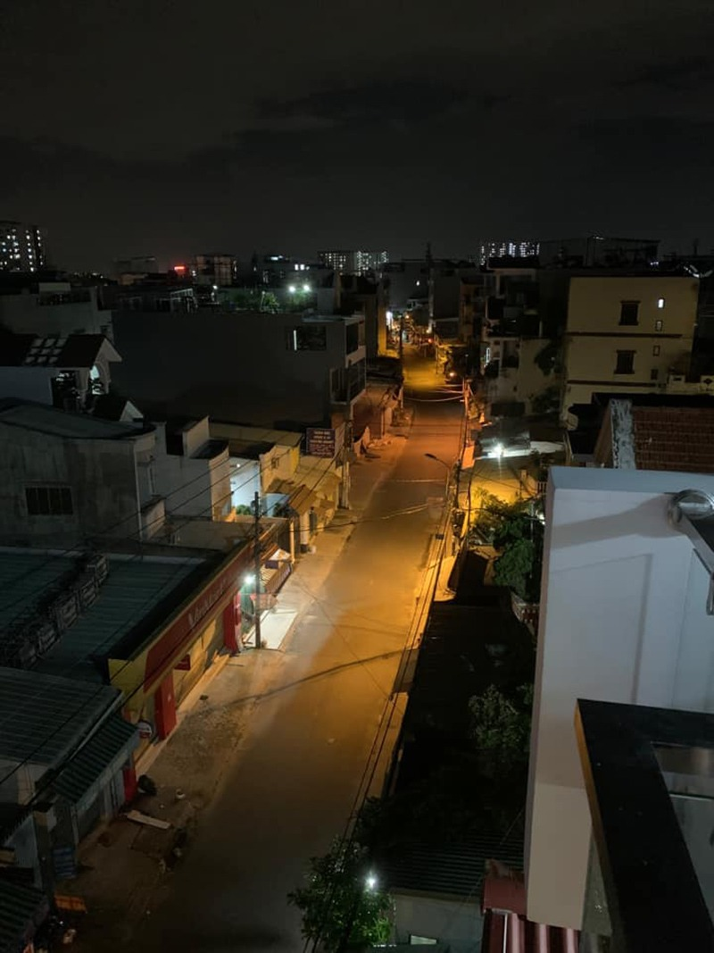 """Những người yêu Sài Gòn ghi lại cảnh phố xá không một bóng người sau 18h: amp;#34;Nay đi ngủ sớm"""" - 10"""