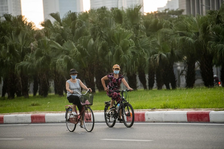 Hình ảnh khó tin ở Hà Nội trong buổi sáng thành phố có 19 ca dương tính với SARS-CoV-2 - 6