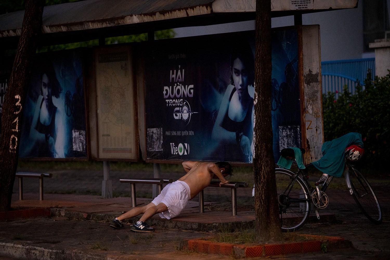 Hình ảnh khó tin ở Hà Nội trong buổi sáng thành phố có 19 ca dương tính với SARS-CoV-2 - 4