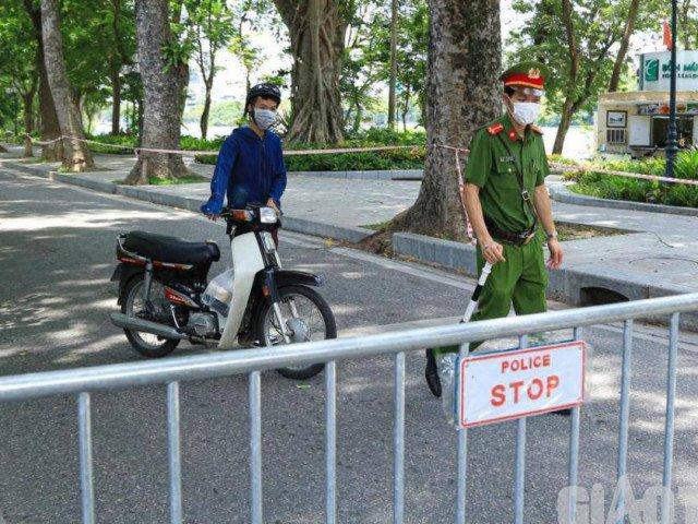 Hà Nội: Người ra đường không lý do tìm mọi cách quay đầu xe... né chốt