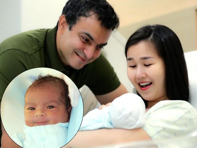 Nhìn lại cảnh con gái lai Ấn cười khi mới sinh, chồng Võ Hạ Trâm ôm bé lén khóc