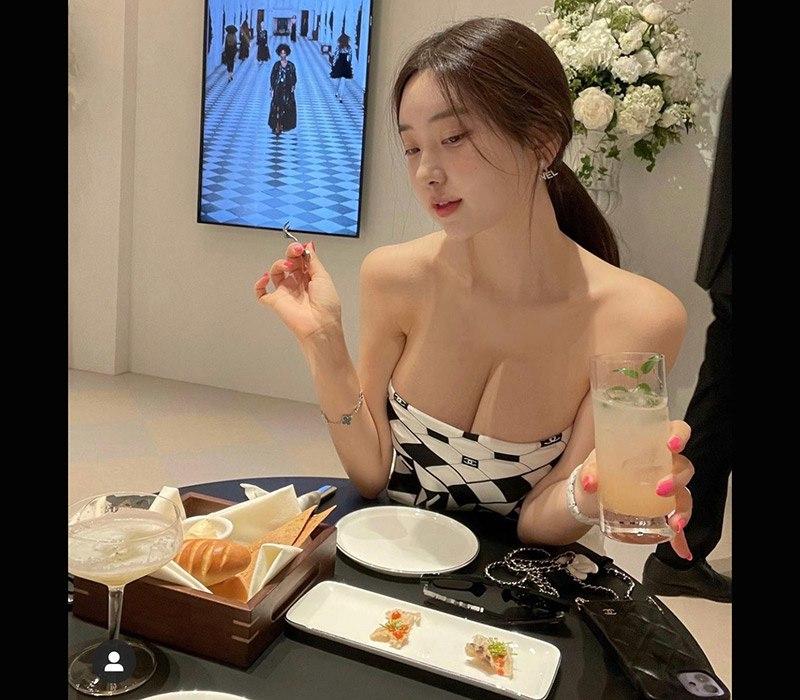 Zenny tên thật là Shin Jae Eun, cô sinh ngày 22/7/1991, cô là một người mẫu ảnh, mẫu nội y hot nhất xứ Kim Chi vì sở hữu vẻ đẹp như nữ thần.
