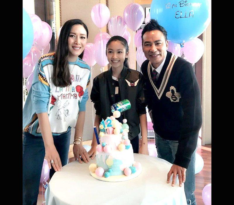 """Nhậm Tình Giai sinh năm 2004, là con gái của tài tử được mệnh danh là """"ông trùm xã hội đen showbiz Hong Kong"""" Nhậm Đạt Hoa. Cô nàng 17 tuổi có chiều cao 1m8 chuẩn như siêu mẫu."""