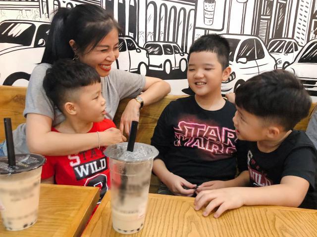 MC Hoàng Linh công khai chúc con riêng của chồng, ảnh bé xíu giờ cậu đã cao hơn 1m7