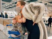 Thản nhiên vạch áo cho con bú giữa siêu thị, mẹ   cân nín   vì những ánh mắt xung quanh