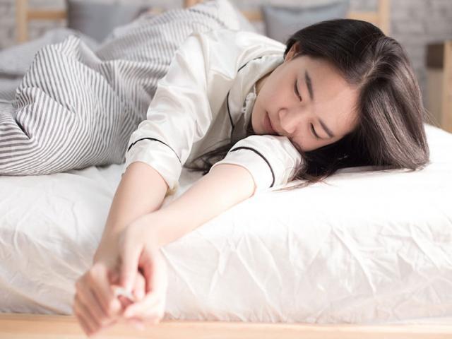 Ngủ không gối tưởng không tốt mà tốt không tưởng, nhưng có 2 kiểu người không nên áp dụng