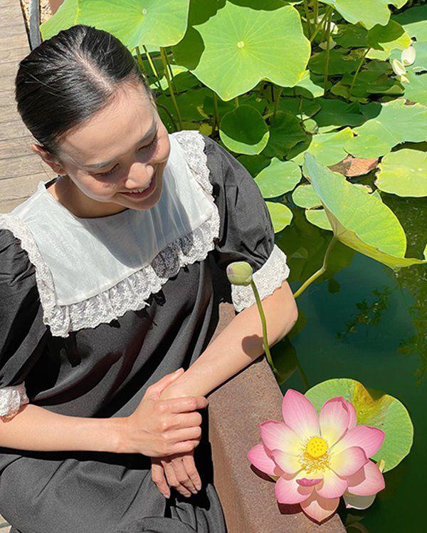 Hoa hậu Dương Mỹ Linh sang Mỹ mát tay trồng trái cây, lựu lúc lỉu đỏ rực một góc vườn - 10
