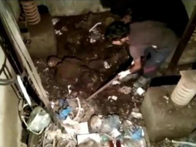 Sửa thang máy của bệnh viện đã hỏng 24 năm, công nhận bàng hoàng phát hiện sự thật bên dưới