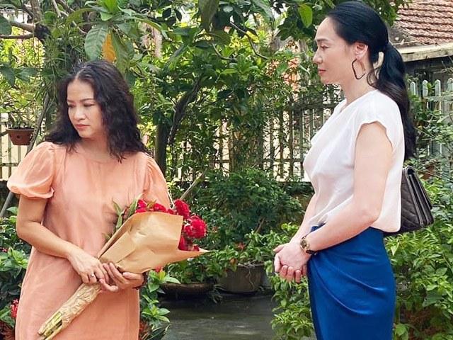 Hương Vị Tình Thân: Gặp nạn, bà Xuân đưa hoa tới cầu cứu thông gia, bà Sa vội quay xe?