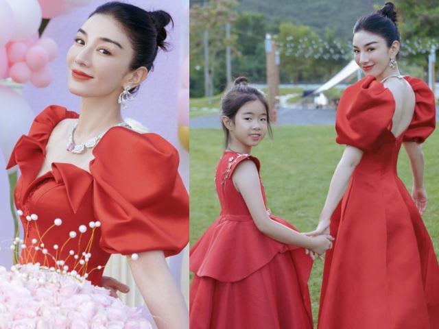 Tiểu Yến Tử Huỳnh Dịch khoe ảnh đón sinh nhật nhưng diện mạo giống bố của con gái chiếm spotlight