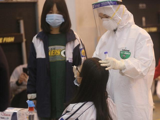 Bà cụ ở Long Biên mắc COVID-19 chưa rõ nguồn lây, 5 người khác trong nhà cùng nhiễm bệnh