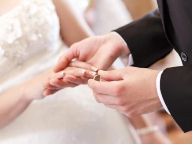 Mẹ ruột thông báo sắp tái hôn, con gái sững sờ khi biết danh tính của bố dượng