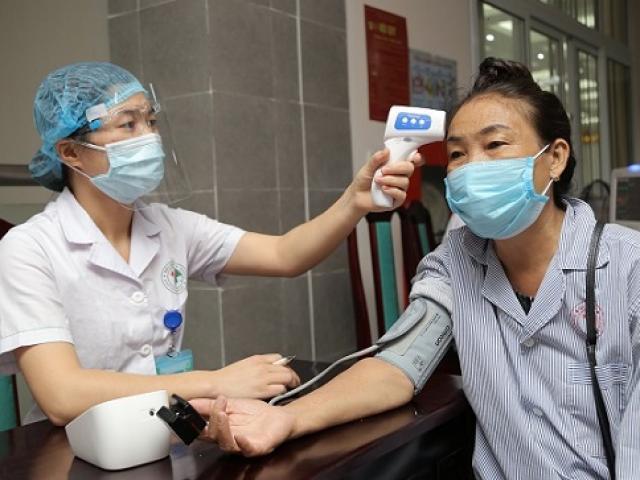 Hà Nội ghi nhận ca mắc COVID-19 mới là người phụ nữ 38 tuổi vào viện chăm con