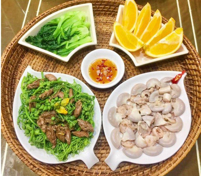 Nhìn mâm nào mâm đấy cũng luôn có sự cân bằng về dinh dưỡng, giữa rau củ, chất đạm, món xào, món canh...
