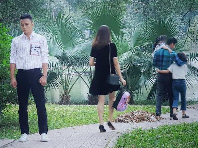 Hoa Hồng Trên Ngực Trái: Lộ cảnh Bảo lại mọc sừng, thẫn thờ nhìn Khuê về bên Thái vì con