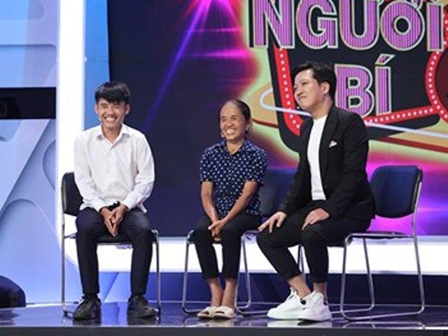 Được bà Tân Vlog tặng đặc sản, Trấn Thành, Trường Giang tranh nhau trên sóng truyền hình