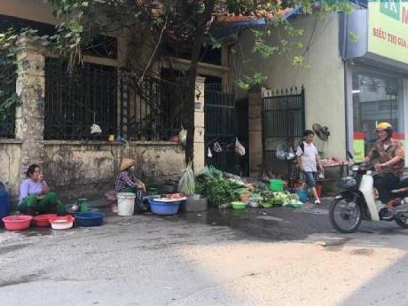 Vụ cháy Rạng Đông: Phố Hạ Đình đông đúc sau nhiều ngày vắng vẻ, người dân yên tâm về nhà
