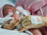 Suốt 9 tháng mang bầu mẹ lén lút ăn gạch đá, con chào đời khiến bác sĩ ngạc nhiên