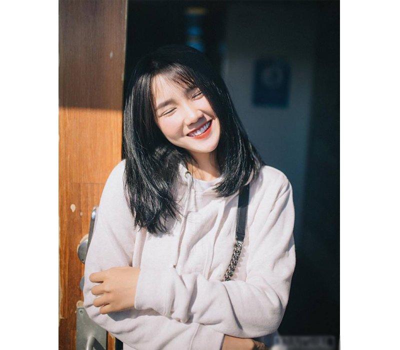 Nguyễn Hoàng Kiều Trinh, hay còn được biết tới với cái tên Kiều Trinh xíu là hotgirl bất ngờ nổi tiếng nhờ tấm hình chụp lén cô nàng khi đang mua bánh tráng trộn năm 2014.